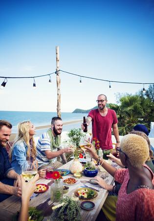 vacaciones en la playa: Celebración Beach Saludos Amistad Diversión de verano Cena Concepto