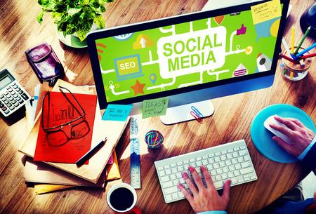 medios de comunicaci�n social: Tecnolog�a Redes sociales Social Media Concept Conexi�n Foto de archivo