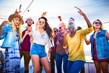 Vriendschap Dansen Bonding Beach Geluk Joyful Concept Stockfoto
