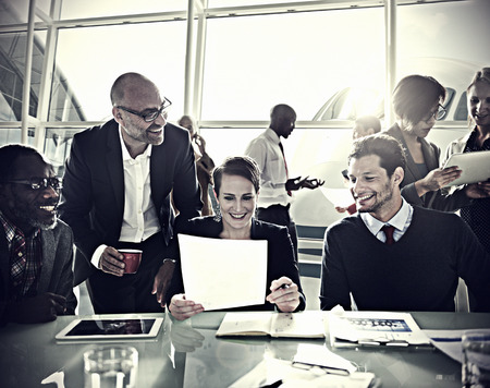 empleado de oficina: Gente de negocios Comunicación Discusión Concepto Trabajo de oficina