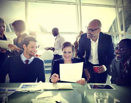 colaboracion: Gente de negocios Comunicaci�n Discusi�n Concepto Trabajo de oficina