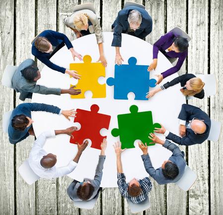 diversidad: Gente de negocios Jigsaw Puzzle Colaboraci�n Team Concept Foto de archivo