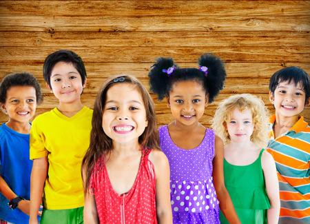 diversidad: Ni�os Ni�os Diversidad Felicidad Grupo Alegre Concepto Foto de archivo