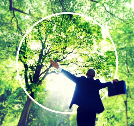 jungle green: Felicidad verde �xito empresarial Bosque Libertad Concepto Foto de archivo