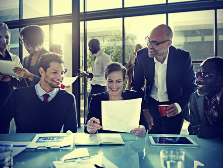 사람: 비즈니스 사람들이 기업 회의 보드 룸 개념
