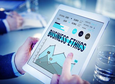 Concepto de ética empresarial en una tableta digital