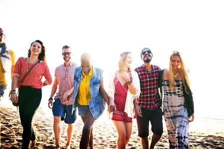 manos sosteniendo: Friendship Bonding Relaxation Summer Beach Happiness Concept Foto de archivo