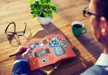 medios de comunicación social: Creativo Compartir Redes sociales Redes Sociales de Internet Concepto en línea