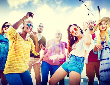 Beach Party Musik Tanzen Freundschaft Sommerkonzept Standard-Bild - 42823217