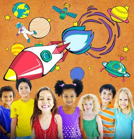 outerspace: Lanzamiento de Rocket de espacio Outerspace Planetas Concepto