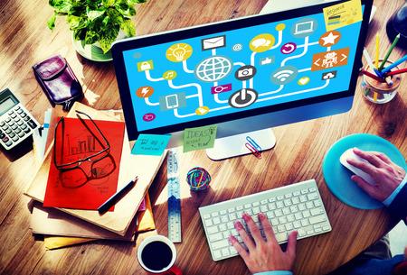 インターネットのオンラインのソーシャル メディアの社会的ネットワークの概念を接続します。 写真素材