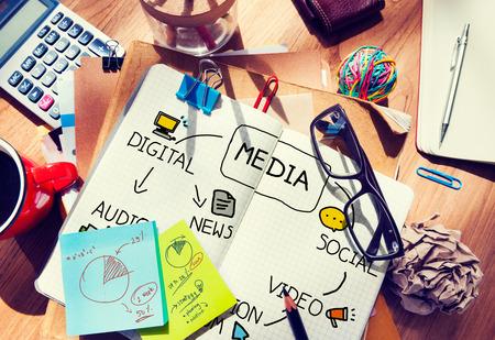 Digitale Medien, Informationsmedium, das Nachrichtenkonzept Standard-Bild - 42885752