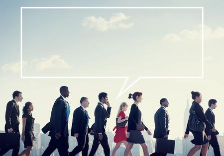 personas caminando: Caminando equipo Gente de negocios Corporate City Concepto