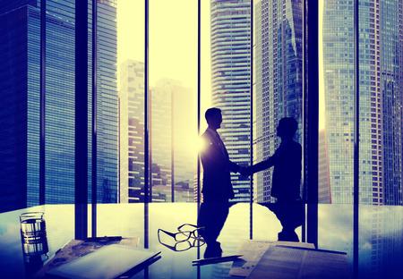 respeto: Negocios Handshake Acuerdo de Asociación Trato personas de la oficina Concepto
