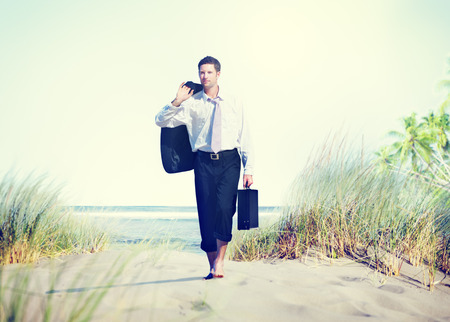 pies descalzos: Empresario de vacaciones Descanso Destino del viaje Concept