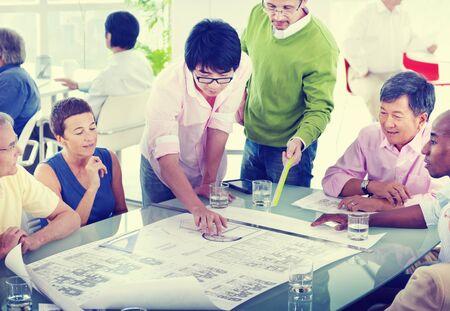 Groep bedrijfsmensen op het kantoor