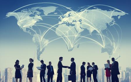 alrededor del mundo: Hombres de negocios de colaboración en equipo Trabajo en equipo Concepto Profesional