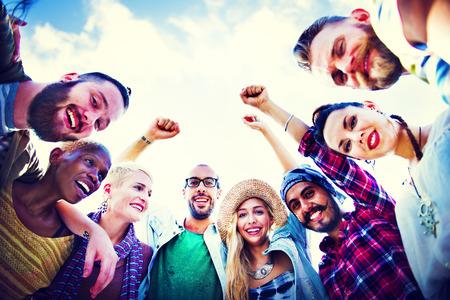 Freunde Huddle Join-Feiertags-Party-Gruppe Konzept Standard-Bild