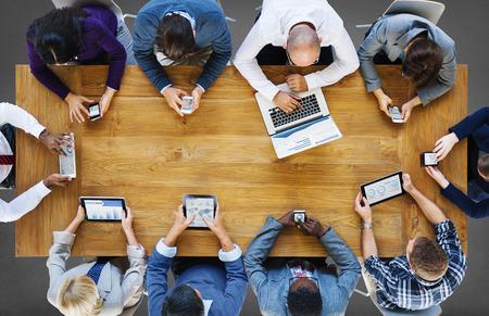 technológia: Kommunikációs kapcsolat a digitális eszközök Technology Concept