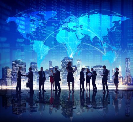 alrededor del mundo: Negocio Global de Personas Bolsa de Finanzas de la Ciudad Concepto