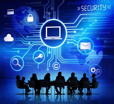 seguridad social: Siluetas de hombres de negocios y conceptos de seguridad