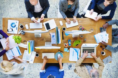 oficina desordenada: Concepto Oficina de Trabajo de Tecnolog�a Gente de negocios