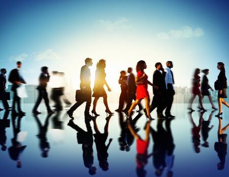 personas en la calle: Gente de negocios del viajero corporativo Paisaje urbano Peatón Concept