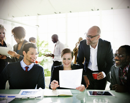 empleados trabajando: Diversidad Business People Discusión Reunión de la Junta de habitaciones Concept