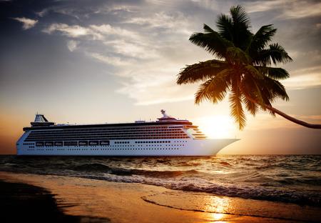 Yacht Kreuzfahrtschiff Sea Tropical Ozean Scenic Konzept Standard-Bild - 43813542