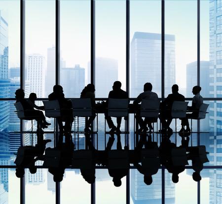 reunion de trabajo: Silueta de grupo de hombres de negocios Reuni�n Concepto