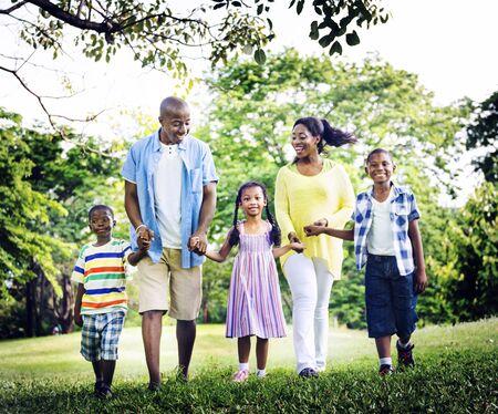 famille africaine: Famille africaine Bonheur vacances vacances Activité Concept