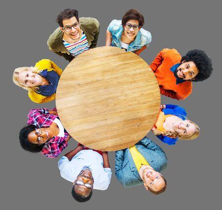 zweisamkeit: Menschen Verschiedenartigkeit Gruppe Zusammenhalt Unterst�tzung Fr�hlich Konzept Lizenzfreie Bilder
