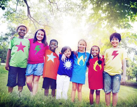 zweisamkeit: Kinder Freundschaft Zusammenhalt L�chelndes Gl�ck