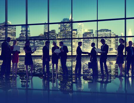 シルエット ビジネス人々 議論通信ハンドシェイク概念の挨拶