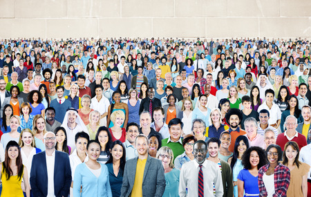 multitud: Grupo grande de diverso Multi�tnico Alegre Concepto Foto de archivo