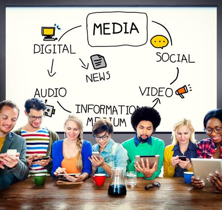 medios de comunicación social: Información Digital Media Mediana Noticias Concepto Foto de archivo