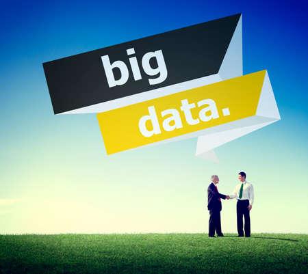 tecnología informatica: Red de Big Data connnecting Almacenamiento Informática Internet Concept