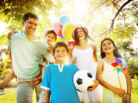 가족 행복 부모 휴일 휴가 활동의 개념