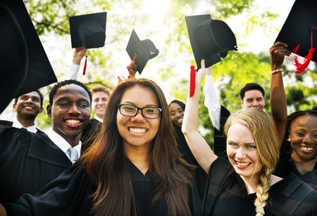 GRADUADO: Graduación Estudiantes de Educación Grado Logro Foto de archivo