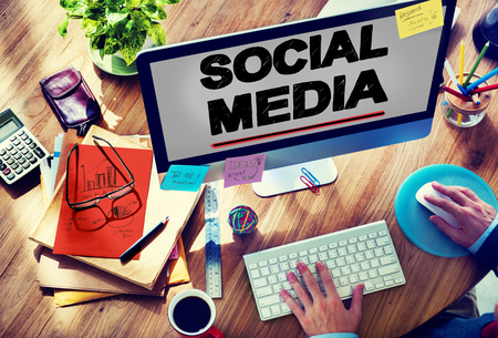 redes de mercadeo: Tecnología Redes sociales Social Media Concept Conexión Foto de archivo