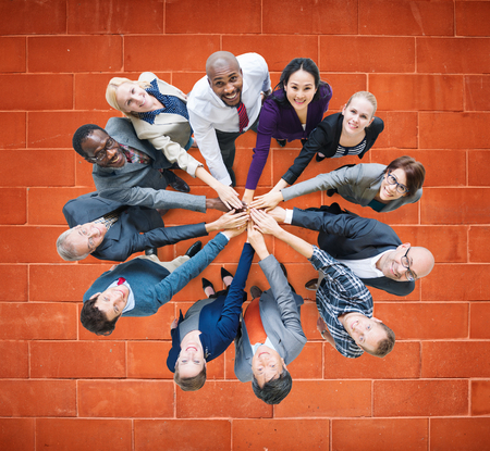 zweisamkeit: Gesch�ftsleute Zusammenhalt Friendship Unternehmenskonzept