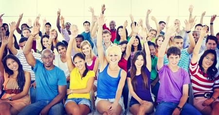 Concetto multicolore casuale di suggerimento di cooperazione della folla della gente del gruppo