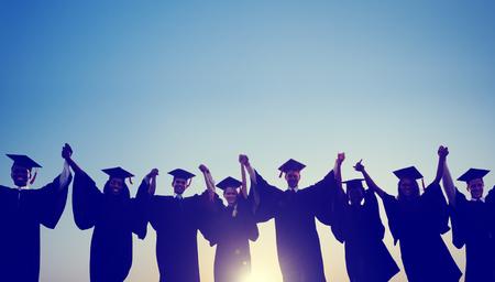 graduacion escolar: Los estudiantes de la graduación Celebración Éxito Logro Felicidad Foto de archivo