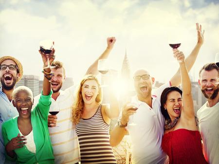 celebração: Conceito amigos Amizade Comemoração Ao Ar Livre Parte Banco de Imagens