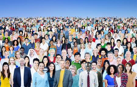 menschenmenge: Große Ansammlung von Diverse Multiethnic Fröhlich Konzept