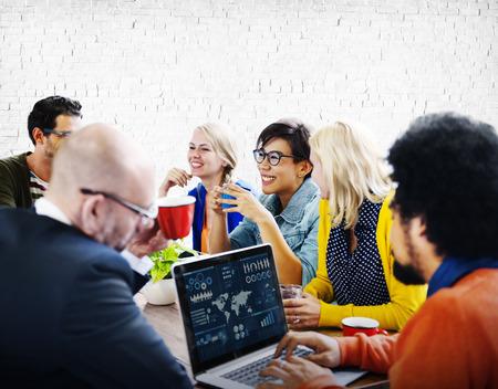 gente reunida: Tecnología Conferencia Personas Reunión Concepto Laptop Foto de archivo