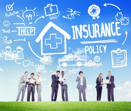 seguro: Póliza de seguro de la Diversidad de negocios Concepto de Trabajo Discusión