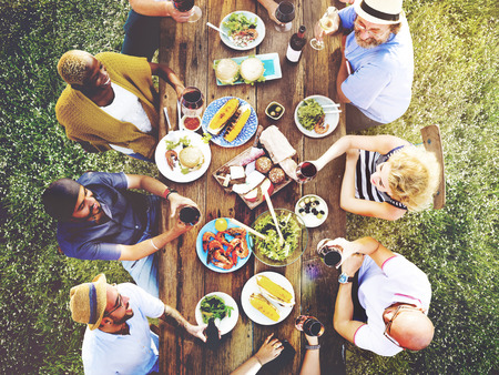 Freunde Freundschaft Outdoor Dining Hanging out-Konzept