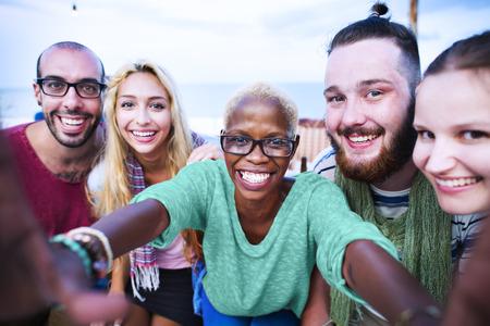 grupo de hombres: Felicidad del verano selfie Concepto Alegre Foto de archivo