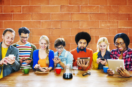 人々 の集会会議技術デジタル タブレット コンセプト